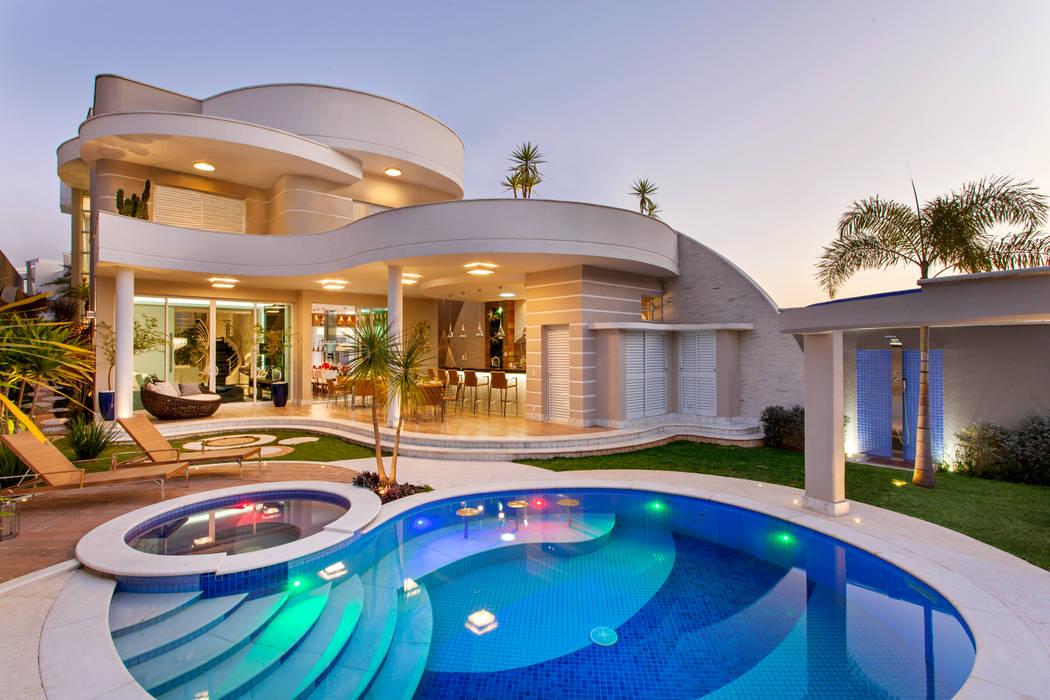 Дома в . Автор – Arquiteto Aquiles Nícolas Kílaris, Модерн