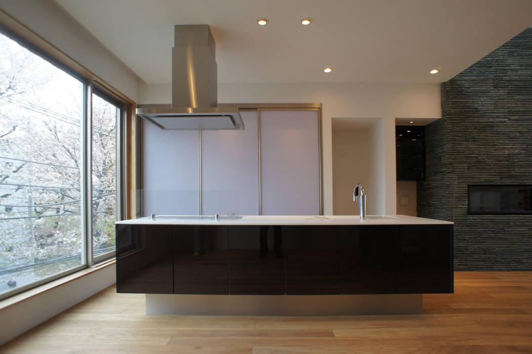 アイランドキッチン: 東章司建築研究所が手掛けたキッチンです。,