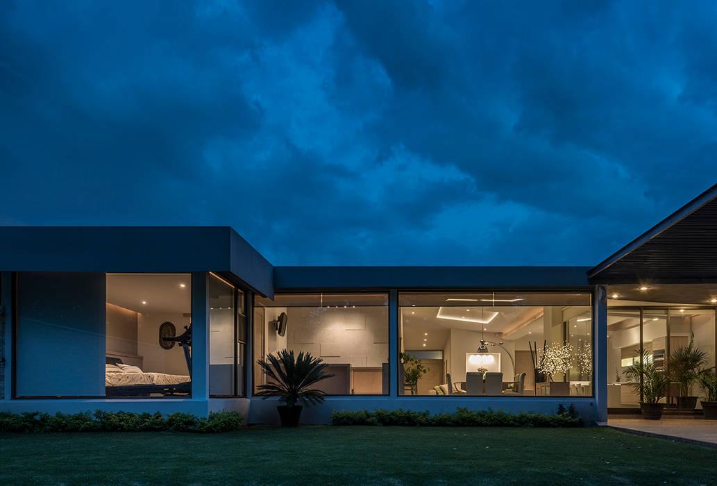 Casas modernas por ROMERO DE LA MORA Moderno