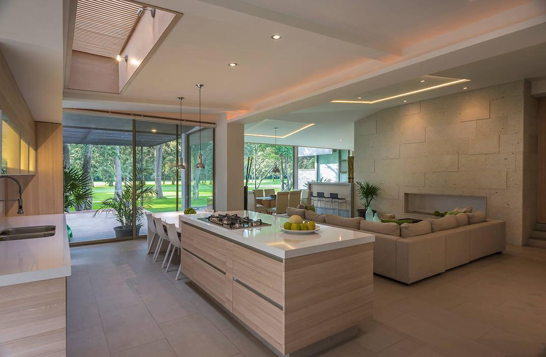 ROMERO DE LA MORA Modern Kitchen