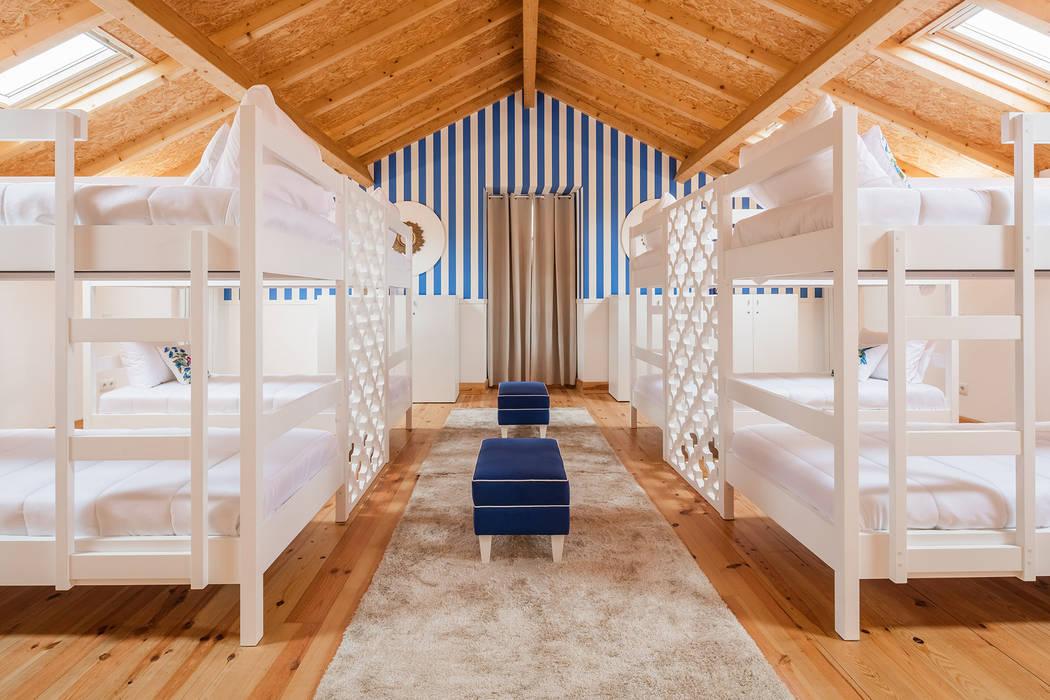 DECORAÇÃO DE HOSTEL - Piso 2 (Tato) Hotéis modernos por White Glam Moderno