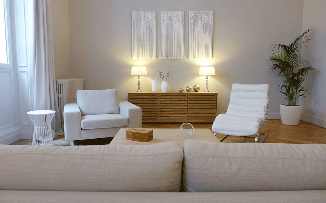 Un cabinet de psychothérapie façon salon chic: Salon de style de style Moderne par Skéa Designer