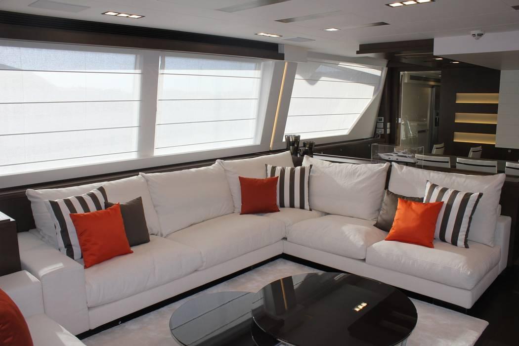 Yacht Custom Line 100 Silvia Costa | Arquitectura de Interiores Sala de estarSofás e divãs