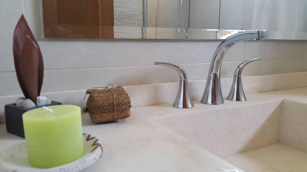 Mesada: Baños de estilo moderno por Arquitectura Laura Napoli