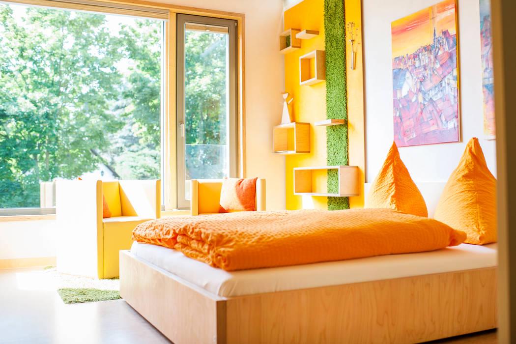 Bedroom by Architekturbüro Dr. Görstner