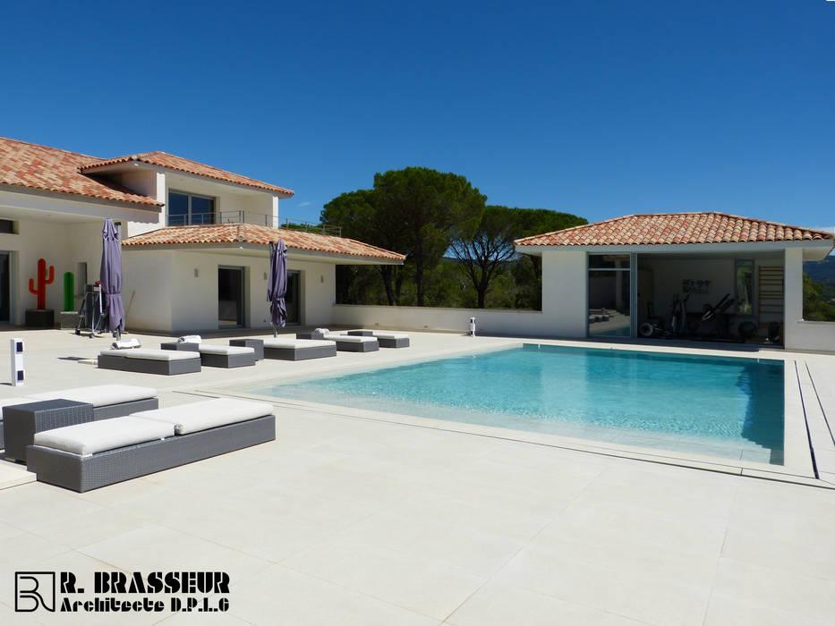 villa varoise Piscine méditerranéenne par Brasseur Méditerranéen