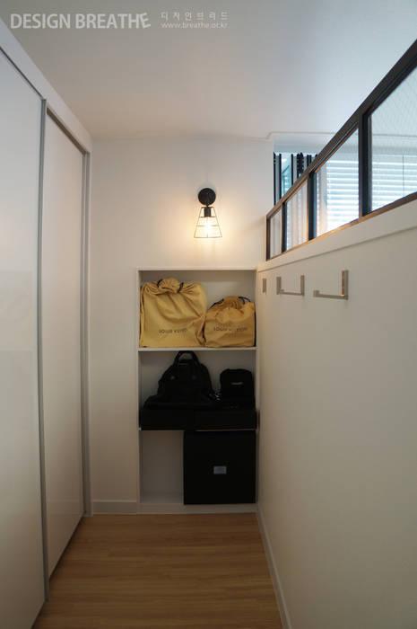 Pasillos y vestíbulos de estilo  de 디자인브리드, Moderno