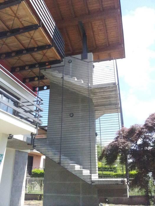 Particolare scala: Terrazza in stile  di Studio Architetto Andrea Caravatti - progetto META