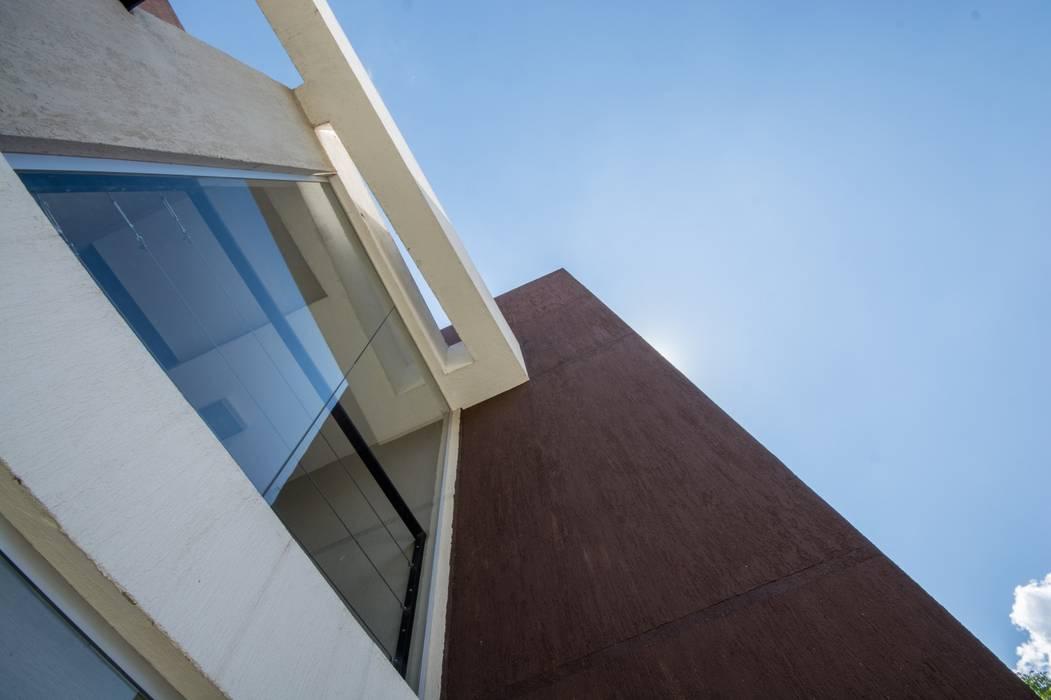 DETALLE DE FACHADA ESTE Casas modernas: Ideas, imágenes y decoración de CELOIRA CALDERON ARQUITECTOS Moderno Vidrio