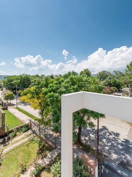 DETALLE/ENCUENTRO ENTRE VIGA Y COLUMNA: Casas de estilo  por CELOIRA CALDERON ARQUITECTOS