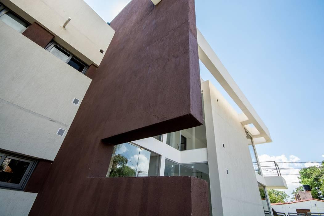 FACHADA ESTE Casas modernas: Ideas, imágenes y decoración de CELOIRA CALDERON ARQUITECTOS Moderno