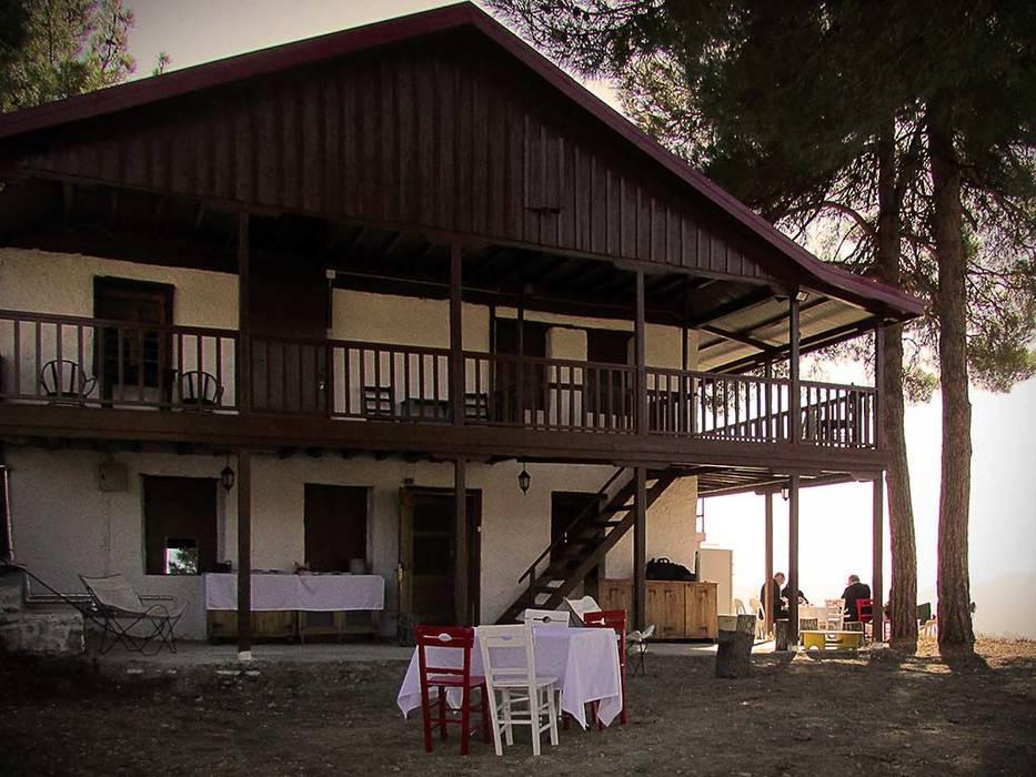Mimar Damla Demircioğlu Balcones y terrazas de estilo rural