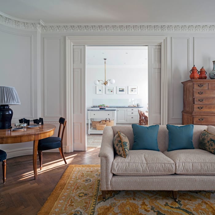 The living room looking through to the kitchen, Mansfield Street Apartment, London Klassische Wohnzimmer von Nash Baker Architects Ltd Klassisch