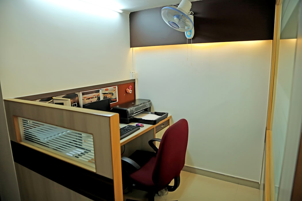 Working Desk:  Study/office by ZEAL Arch Designs