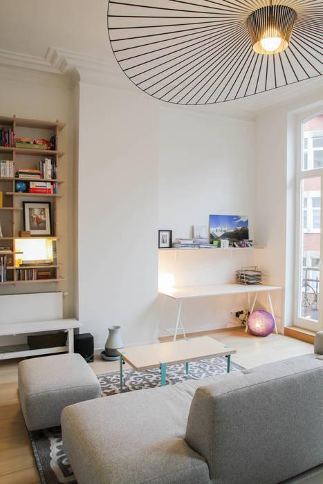 Rénovation d'un appartement bruxellois Salon moderne par Alizée Dassonville | architecture Moderne