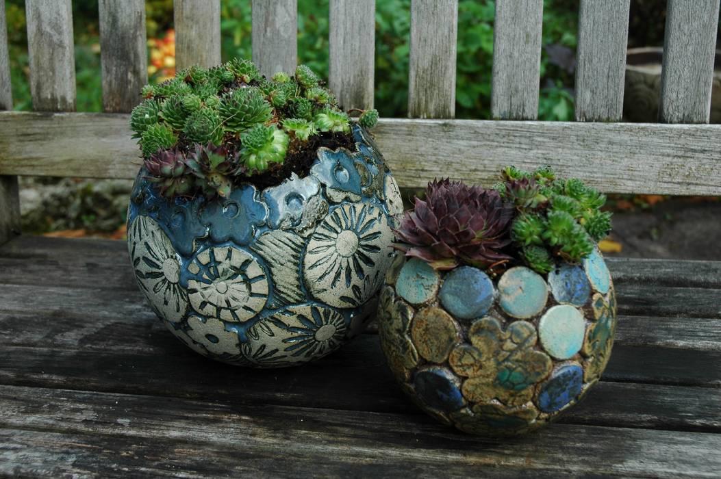 Pflanzkugel-unikate: garten von kunst und keramik,   homify