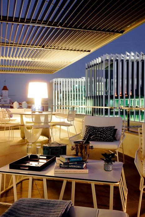 Cais do Sodré   2015 Susana Camelo Varandas, marquises e terraços modernos Azul