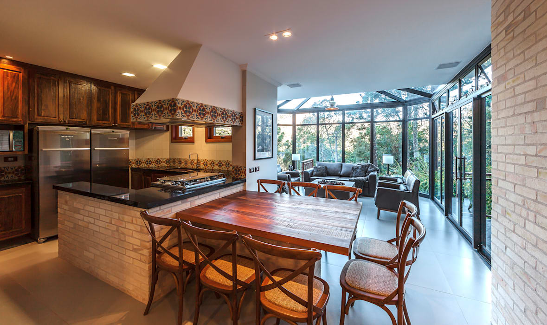 Salle à manger rustique par VNK Arquitetura e Interiores Rustique