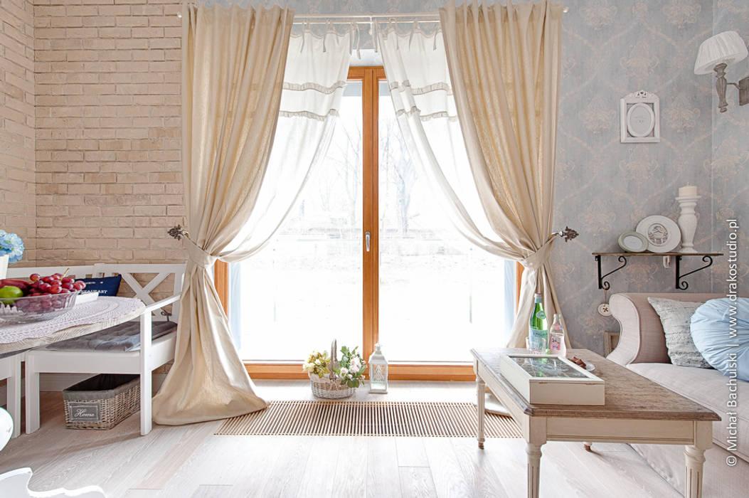 Ruang Keluarga Klasik Oleh DreamHouse.info.pl Klasik