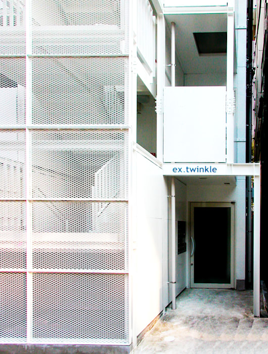 Rumah oleh ユミラ建築設計室, Modern