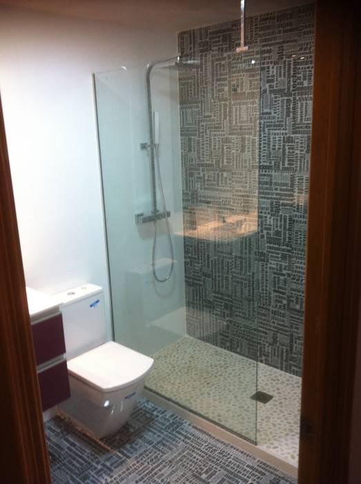 Cuartos de ba o con platos de ducha de obra con piedra for Fotos de cuartos de bano con ducha modernos