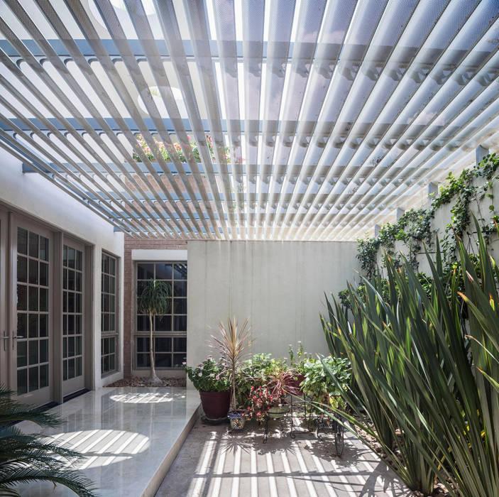 Rumah Modern Oleh ARQUITECTURA EN PROCESO Modern