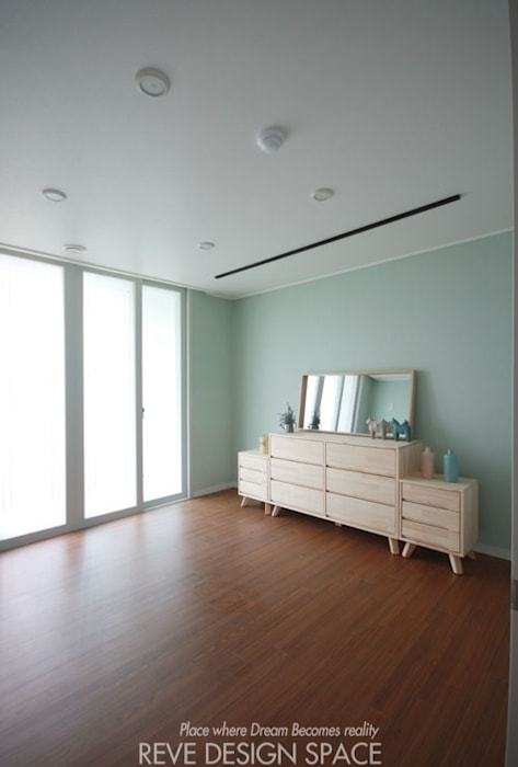 Living room by 디자인스튜디오 레브, Modern