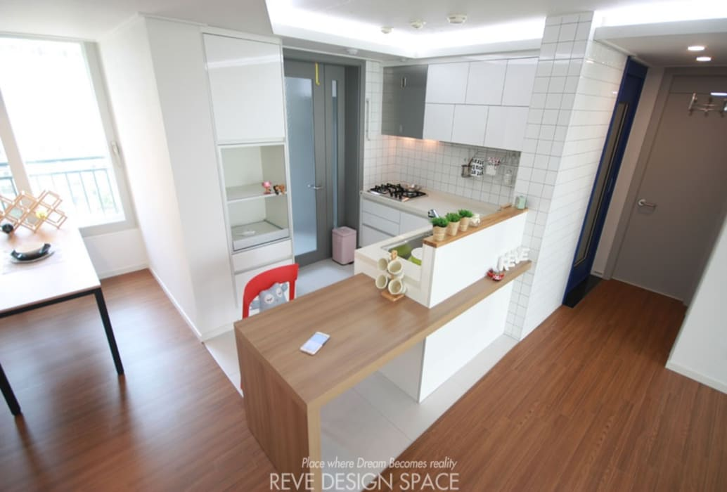 Phòng ăn phong cách hiện đại bởi 디자인스튜디오 레브 Hiện đại