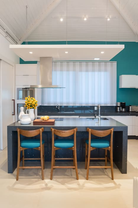 WR House Tropical style kitchen by Renata Matos Arquitetura & Business Tropical