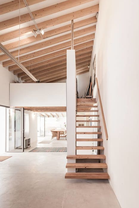 Rustic style corridor, hallway & stairs by munarq Rustic