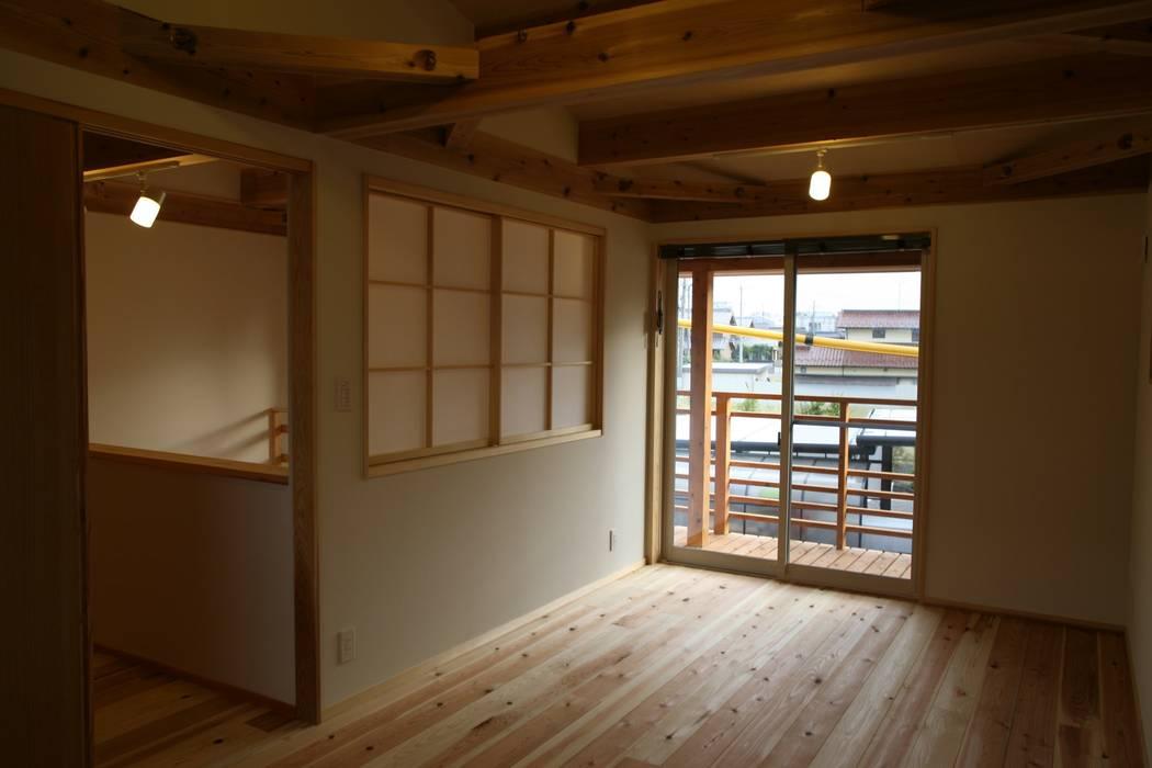 株式会社タマゴグミ Dormitorios infantiles asiáticos Madera Acabado en madera