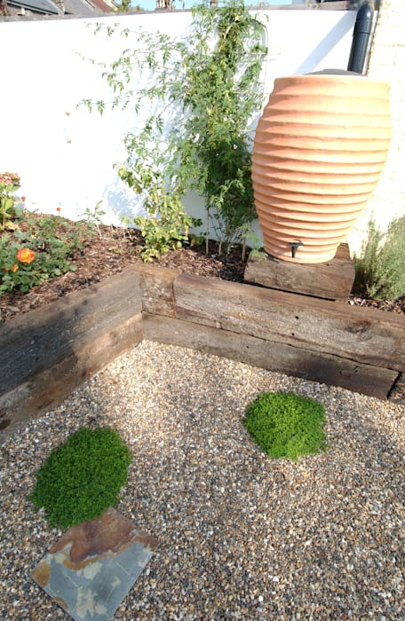 Fruit and Vegetable Garden - East London:  Garden by Earth Designs, Rustic