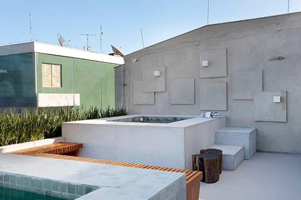 by Carmen Mouro - Arquitetura de Exteriores e Paisagismo Modern Concrete