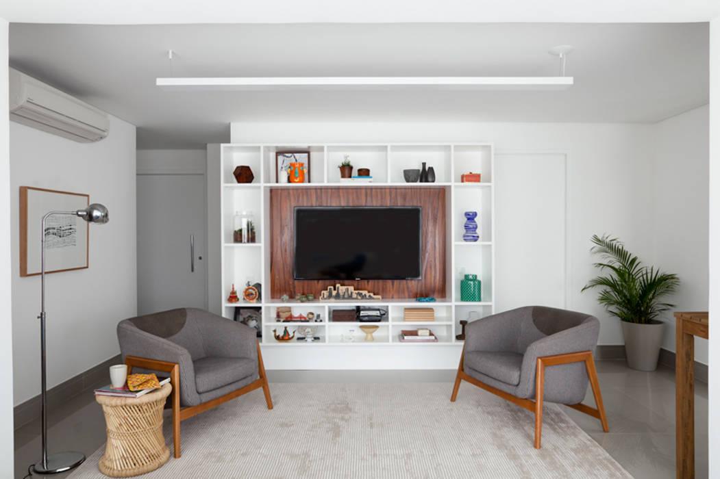 Modern living room by INÁ Arquitetura Modern