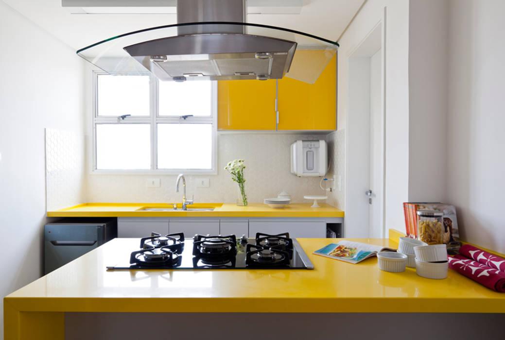 Modern kitchen by INÁ Arquitetura Modern