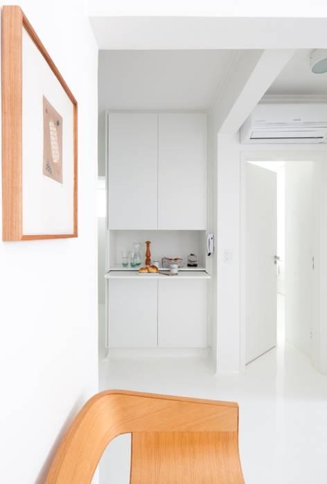 Apoio cozinha INÁ Arquitetura Salas de jantar minimalistas
