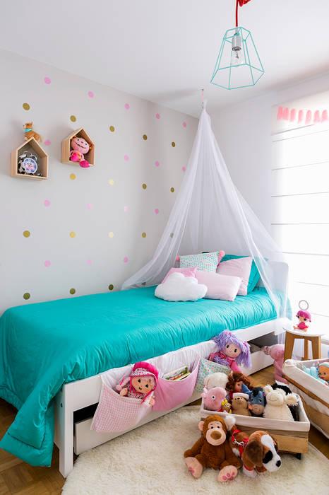 Cuarto de Antonia: Habitaciones infantiles de estilo  por Little One