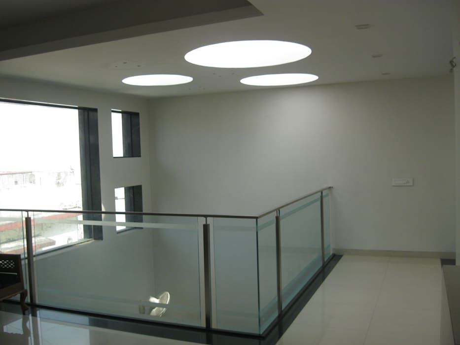 和風の 玄関&廊下&階段 の ar.dhananjay pund architects & designers 和風