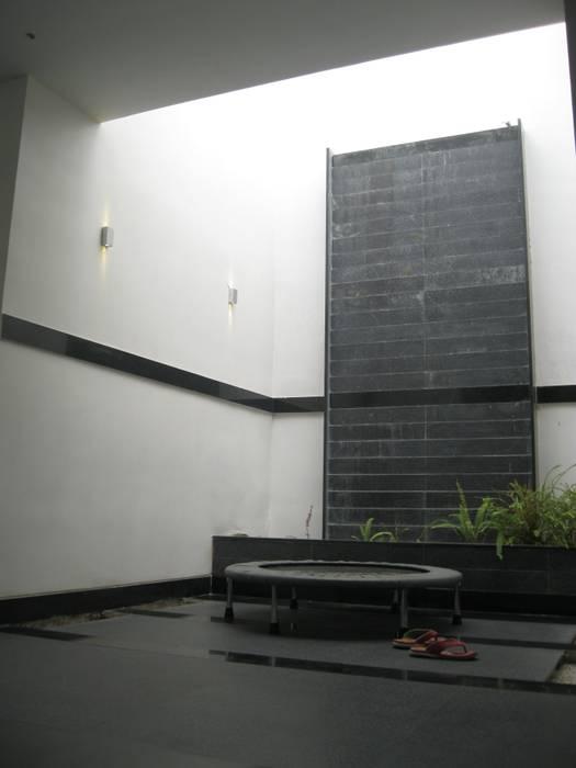 Varandas, marquises e terraços asiáticos por ar.dhananjay pund architects & designers Asiático