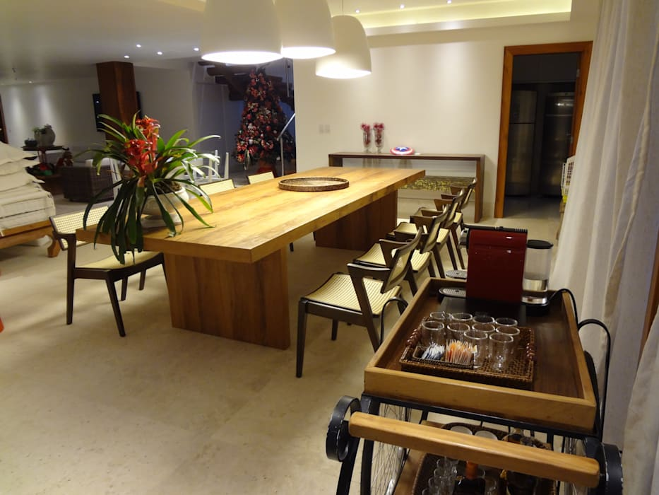 Rustic style dining room by Tupinanquim Arquitetura Brasilis Rustic