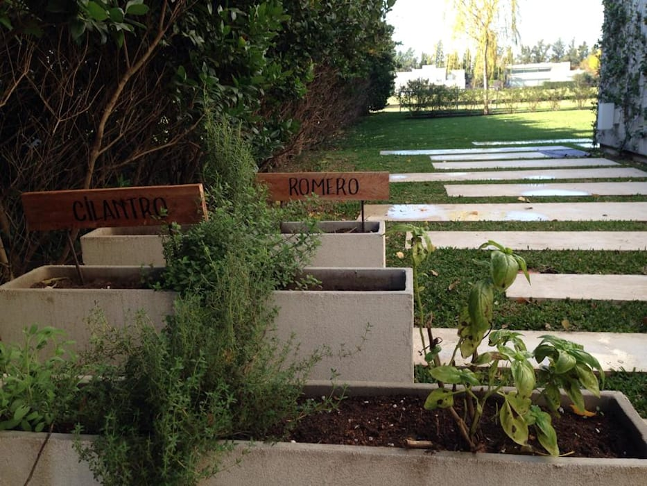 Casa moderna jardines modernos ideas im genes y for Casa moderna jardines