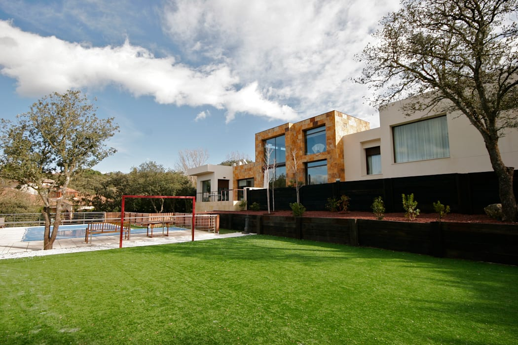 VIVIENDA EN LAS ROZAS (MADRID) Casas de estilo moderno de VALVERDE ARQUITECTOS Moderno
