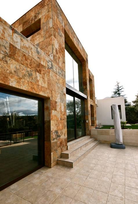 VIVIENDA EN LAS ROZAS (MADRID) VALVERDE ARQUITECTOS Casas de estilo moderno