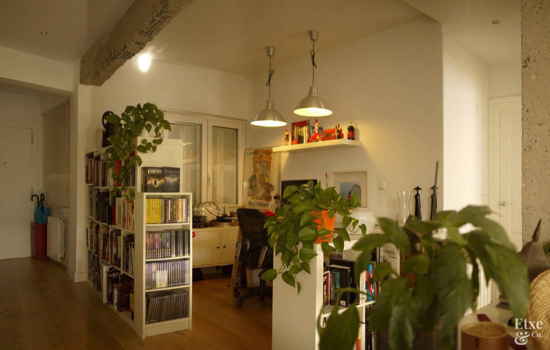 Oficinas de estilo  por Etxe&Co, Mediterráneo Madera Acabado en madera