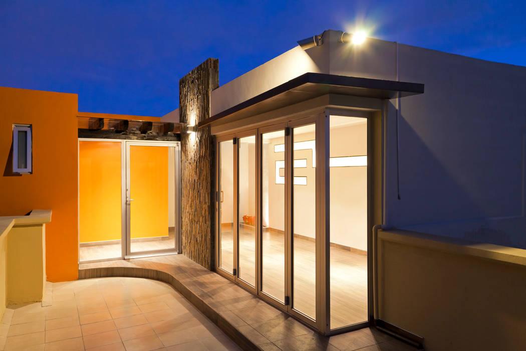Roof garden (parte interna): Terrazas de estilo  por State of Light