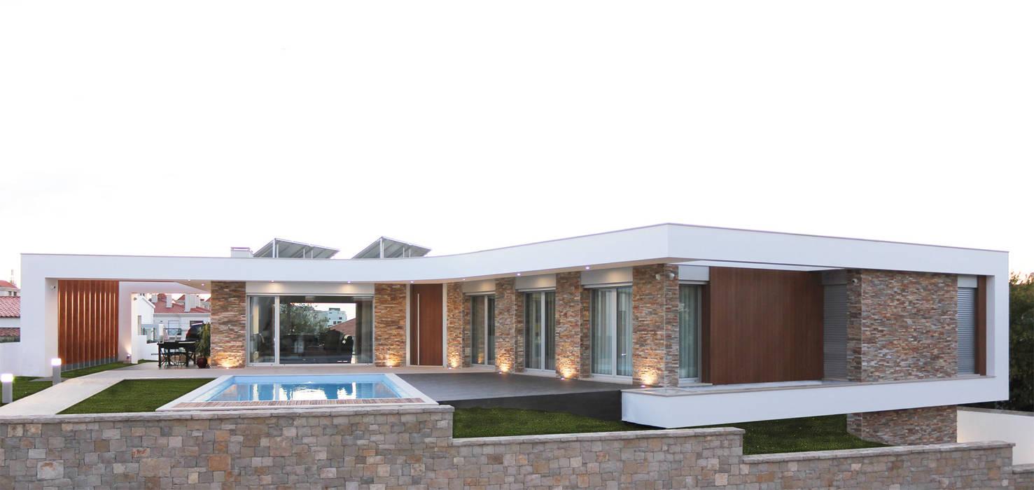 Moradia em Caldas da Rainha: Casas  por SOUSA LOPES, arquitectos