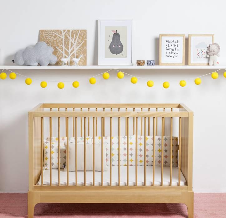 CUNA HANNA  – toda en madera: Dormitorios infantiles  de estilo  por KLAUN