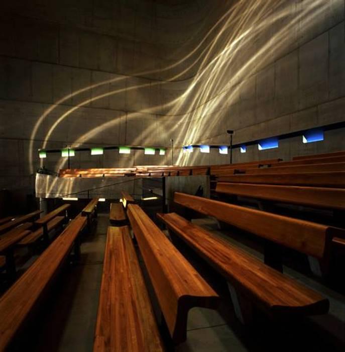 Iglesia de Saint-Pierre: Estudios y oficinas de estilo moderno por Estudio 3