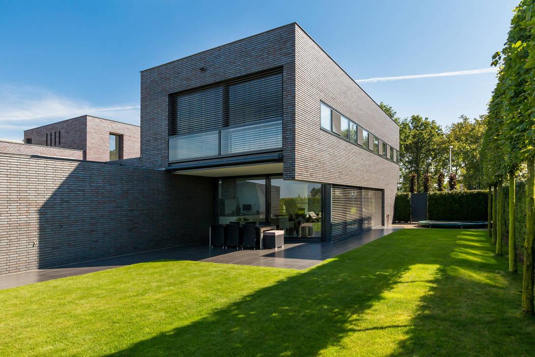 Houses by 2architecten, Modern