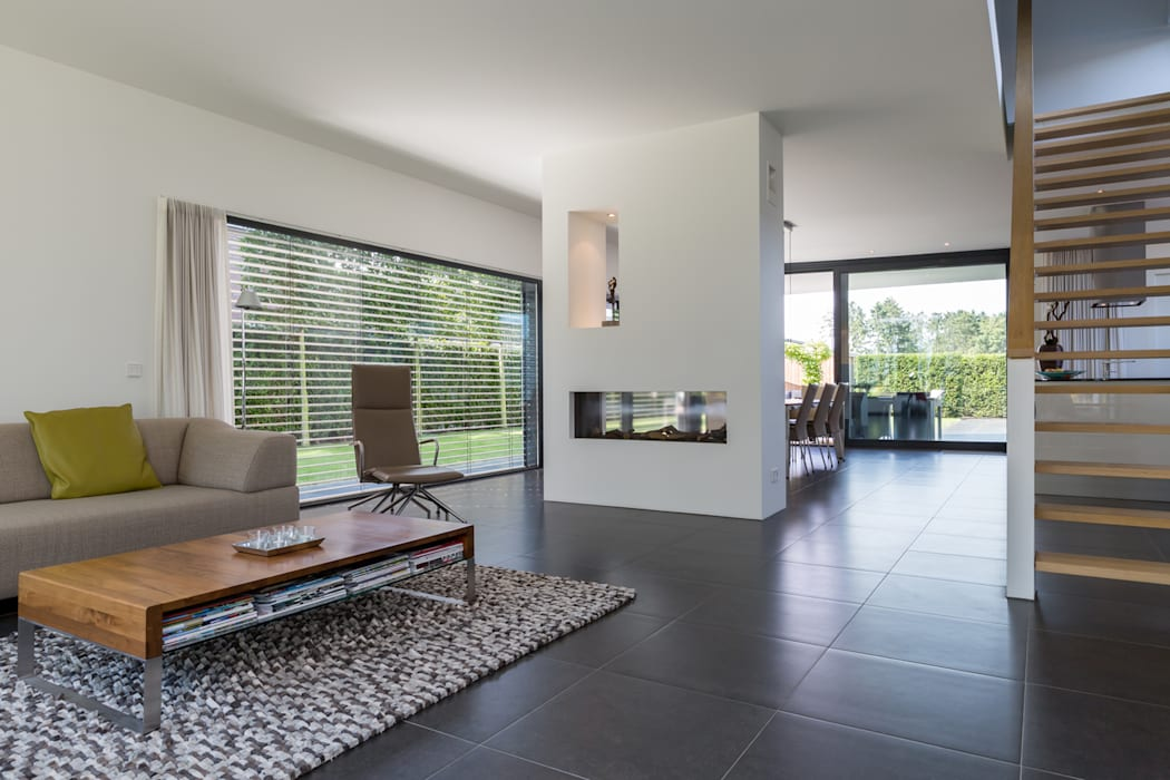 现代客厅設計點子、靈感 & 圖片 根據 2architecten 現代風